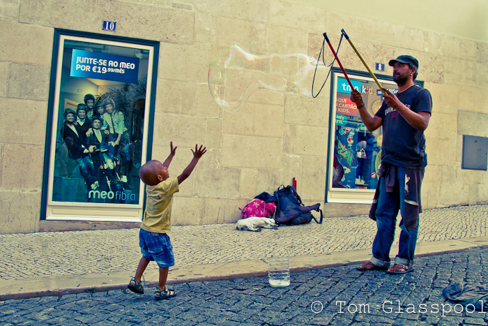 Boy, Street performer, Lisbon, Bubble, Photography, Photo, Street Photography, Tom Glasspool
